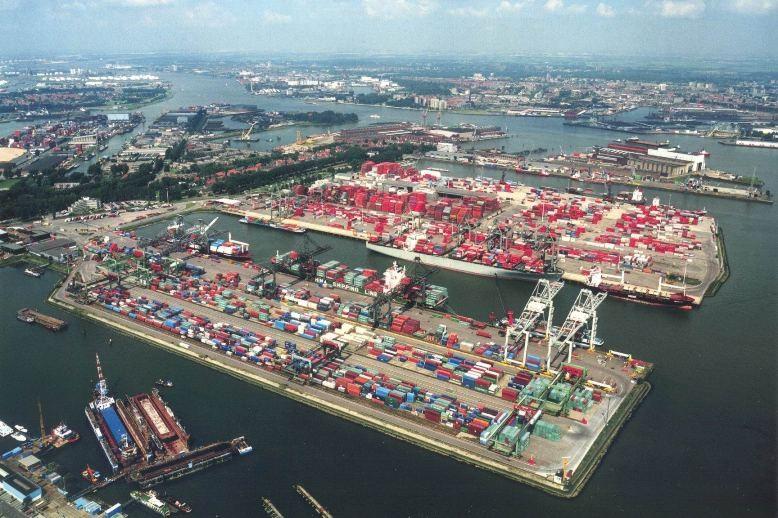 Грузооборот порта Сингапур за 8 месяцев 2015 года вырос на 0,9%,перевозка сборных грузов